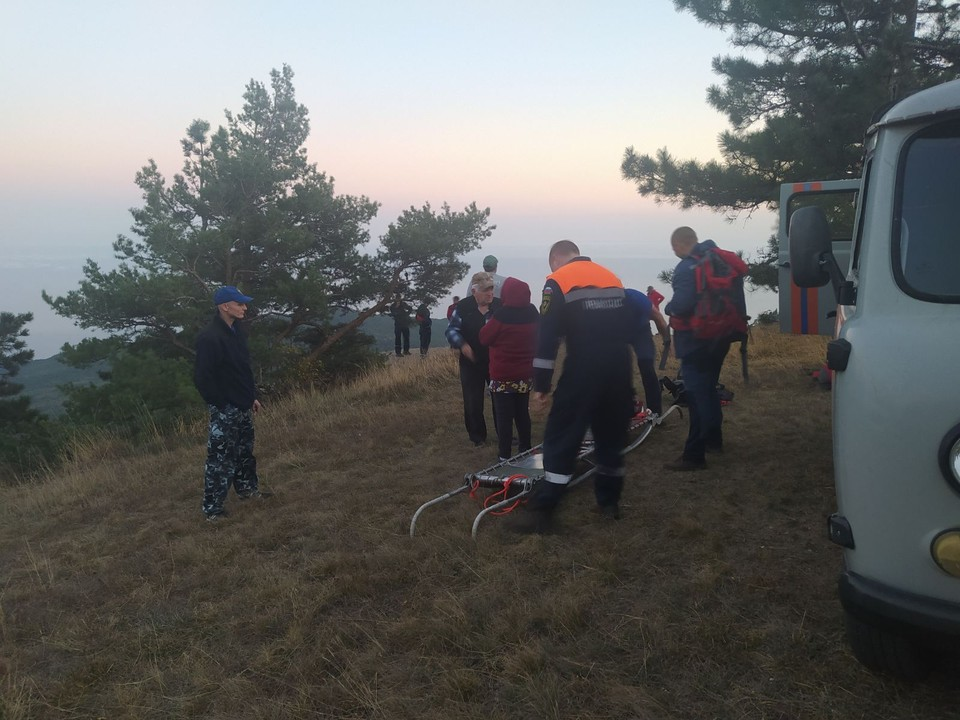 Группа глухонемых туристов пожилого возраста потерялась на горе под Ялтой. Фото: пресс-служба ГУ МЧС по Крыму.