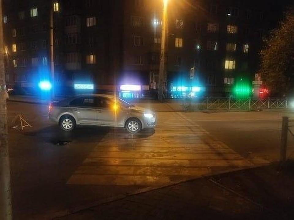 """""""Шкода"""" после наезда на пешехода на улице Ульяны Громовой."""