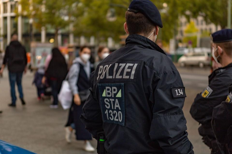 За соблюдением масочного режима следит полиция.