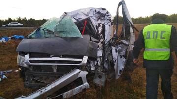 Микроавтобус с пассажирами опрокинулся в кювет в Красноярском крае: пострадали 8 человек