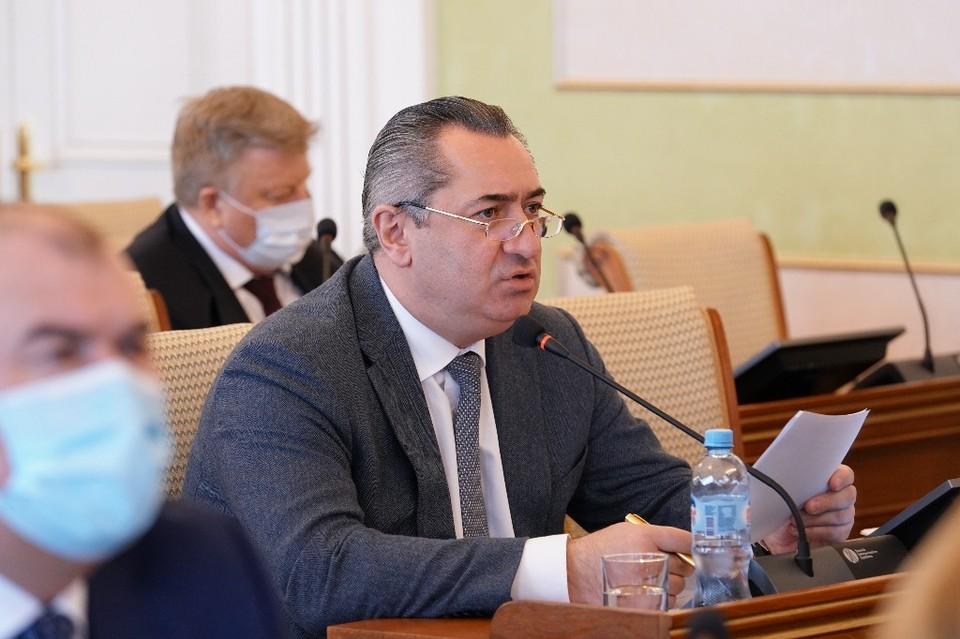Радий Хабиров прилюдно раскритиковал министра и пригрозил ему заменой