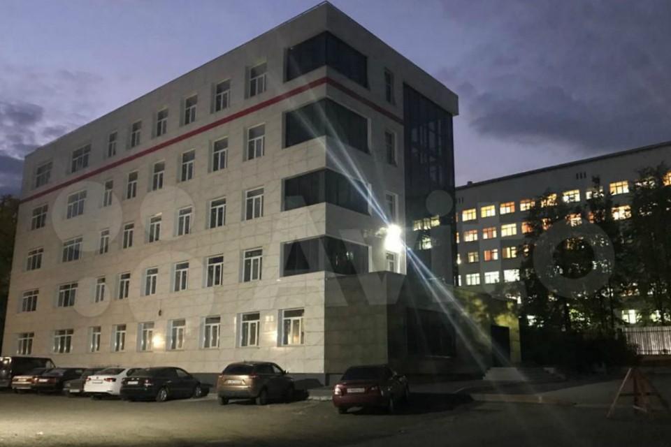 Здание площадью в 2400 квадратных метров продают за 181 миллион рублей. Фото: avito.ru