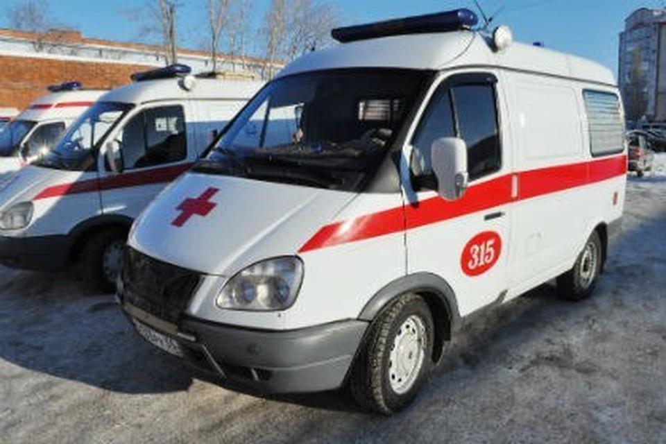 В Омске из-за нехватки мест в больницах скорые начали свозить пациентов с ковидом к зданию минздрава