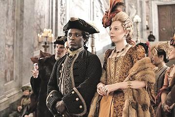 Лица темные над зрителем кружатся: Если графом Орловым на экране стал индиец, то где Де Ниро в образе Манделы?