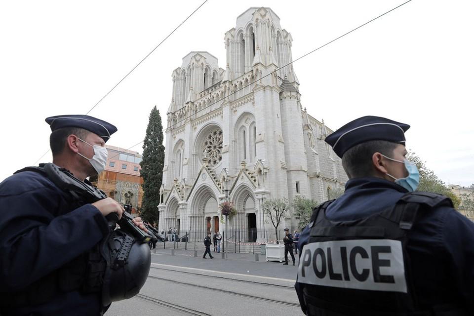 Исламский мир, похоже, объявил войну президенту Франции Эммануэлю Макрону.