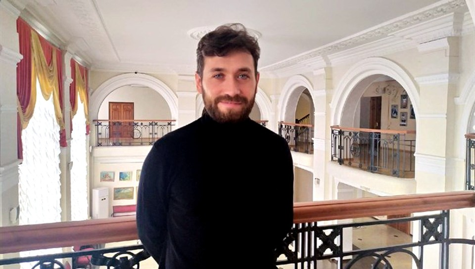 Молодой руководитель намерен работать и с классикой, и с современными авторами. Фото: с официальной страницы томского ТЮЗа «ВКонтакте».