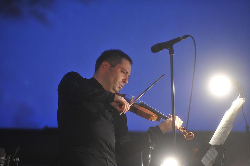 Концерт памяти заслуженного артиста России, скрипача Дмитрия Когана в этом году прошел онлайн из-за пандемии коронавируса.