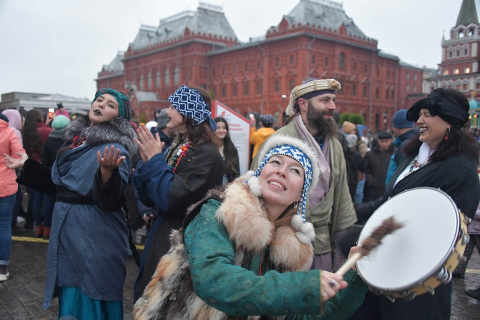 Накануне Дня народного единства (4 ноября) ВЦИОМ напомнил россиянам — в честь чего их, собственно, ждет праздник и законный выходной