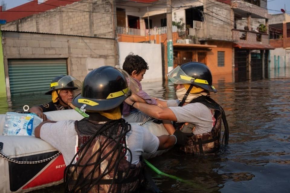 Наводнения, вызванные сильными дождями, затронули более 500 жилых районов
