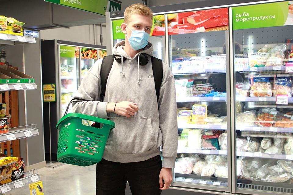 Рост среднего чека связан с пандемией коронавируса: покупатели предпочитают закупаться большим количеством продуктов за раз