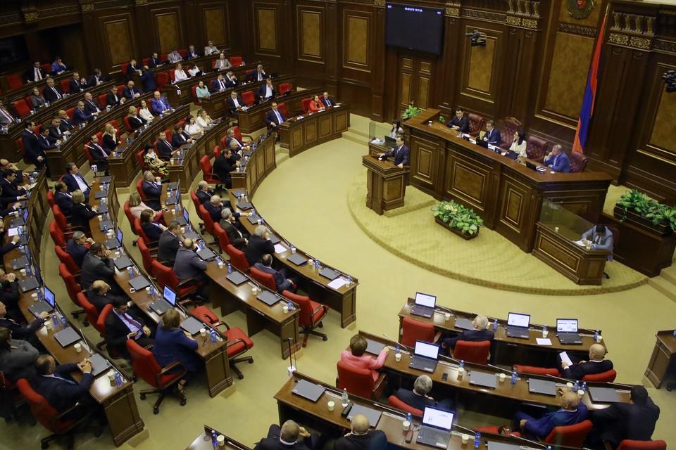 Парламент Армении через неделю рассмотрит вопрос об отмене военного положения