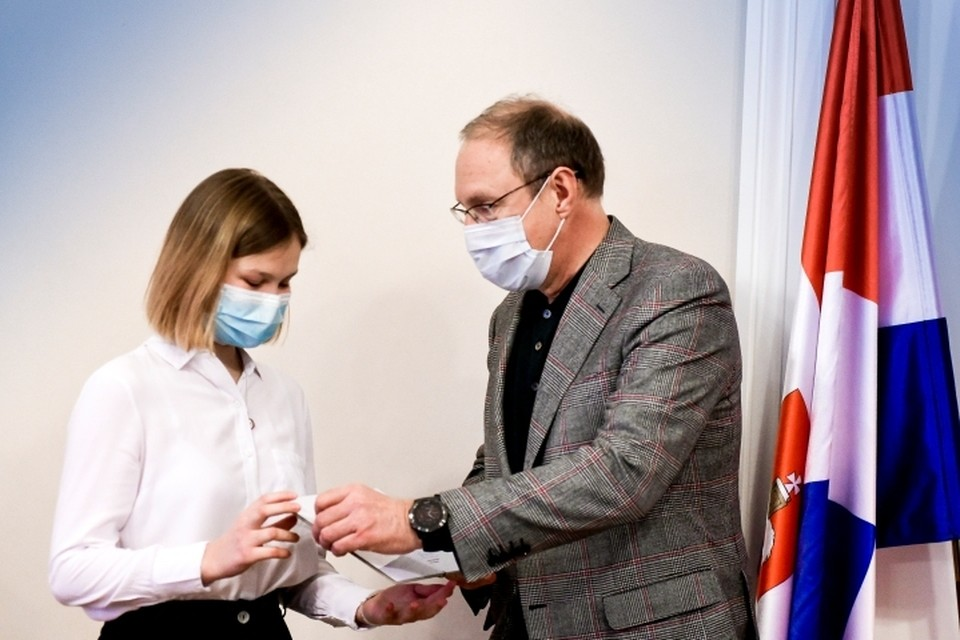 Премии вручил учащимся глава Перми Дмитрий Самойлов. Фото: горадминистрация.