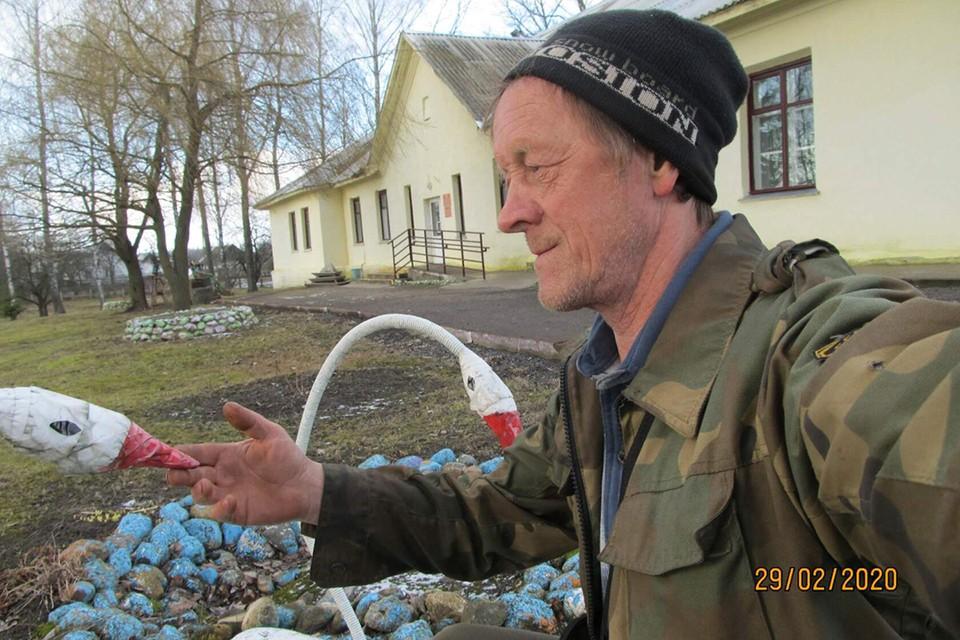 Знакомьтесь: деревенский блогер Владимир Яскевич из Смольян. Фото: личный архив.