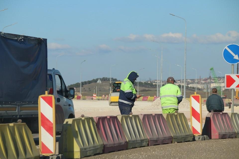 На ремонт дорог в муниципалитетах Крыма потратят 10,5 миллиардов рублей.