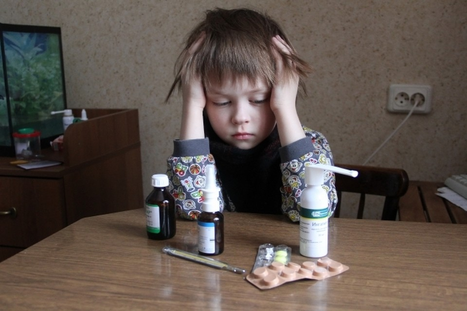 Педиатр сказал, почему ребенок может постоянно болеть ОРВИ даже во время закаливаний