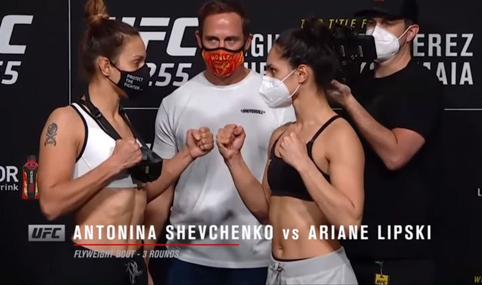 Антонина одержала досрочную победу (Кадр видео: UFC Russia).