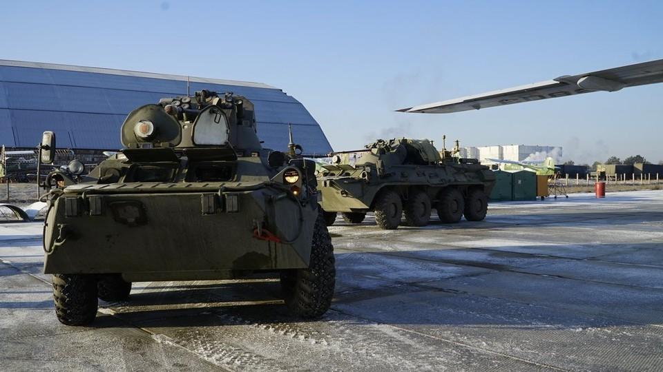 Вооруженные силы Азербайджана размещают в перешедшем под контроль Баку Агдамском районе бронетехнику и солдат.