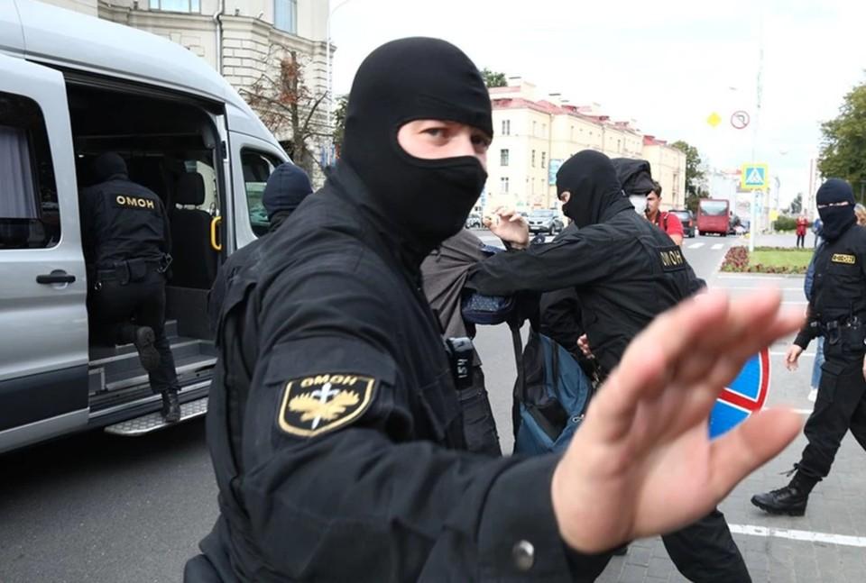 В Минске силовики применили спецсредства против митингующих.