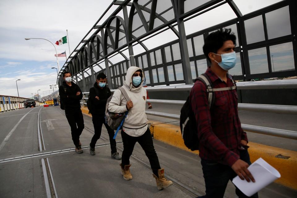 Границу Мексики и США пытаются пересечь в том числе и наши соотечественники.