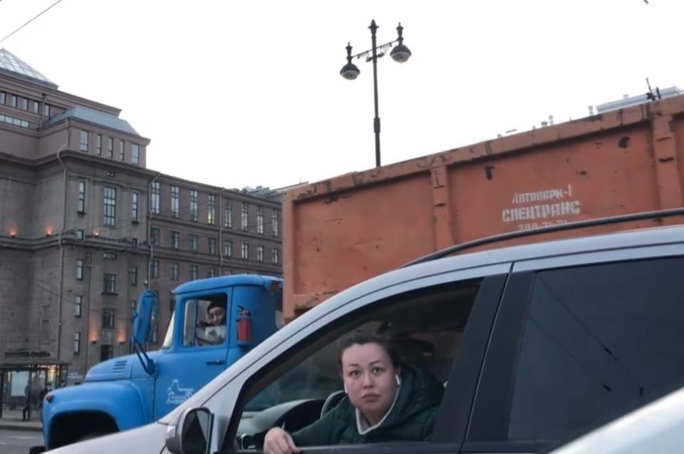 «Обзывается»: Водитель рассказал, как попал в аварию с Мерседесом дочки актера из «Убойной силы» в Петербурге