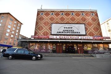 Театр Армена Джигарханяна единогласно выбрал себе нового худрука