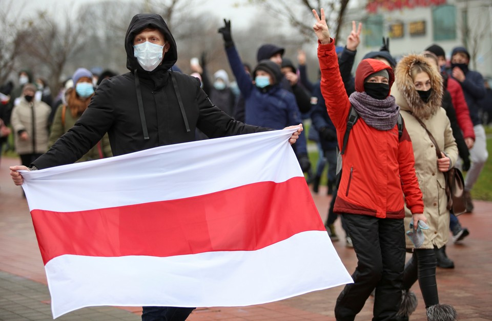 Сторонники белорусской оппозиции принимают участие в митинге против результатов президентских выборов
