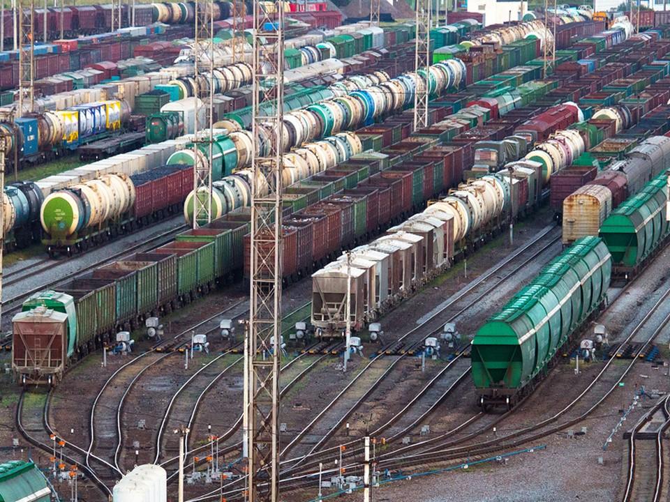 «Решили сократить путь»: В Смоленске девочка-подросток получила сильный удар током, забравшись на грузовой поезд