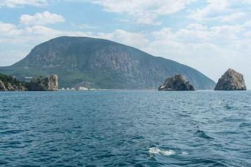 Гора Аю-Даг в Крыму: медведь или верблюд пьет воду из моря?
