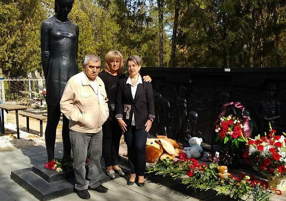 Аза и Георгий Аванесовы впервые побывали на месте захоронения дяди
