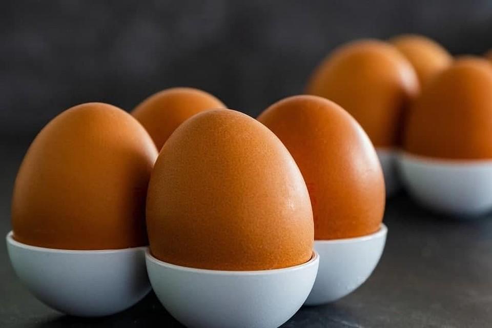 Аллергия на яйца у взрослых может проявляться крапивницей и даже ангиоотеком