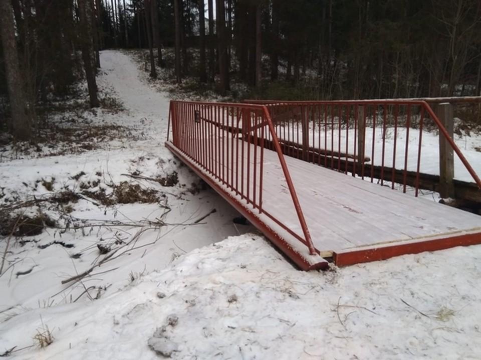 В столичном поселке Коми жители сами построили мост