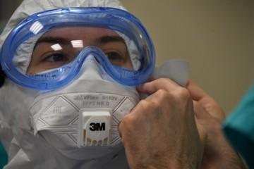«Наше главное оружие буквально убивало людей»: врач назвала фактор, повышающий смертность от коронавируса в несколько раз