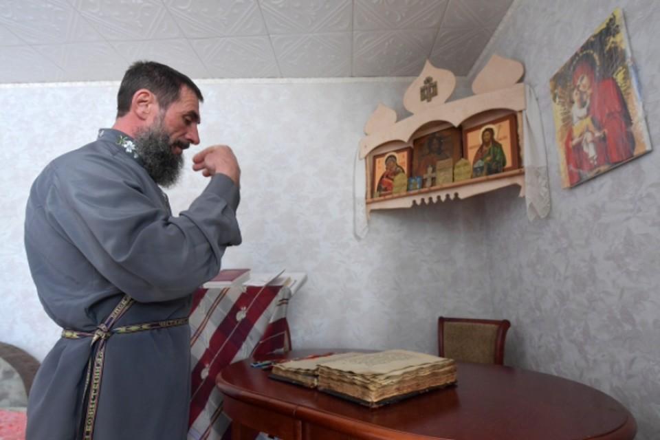 Люди живут достаточно замкнуто, соблюдая религиозные традиции
