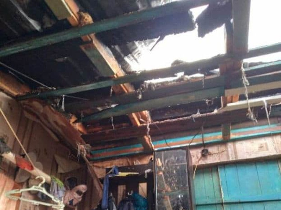 В Саратове у семьи с ребенком сгорел дом