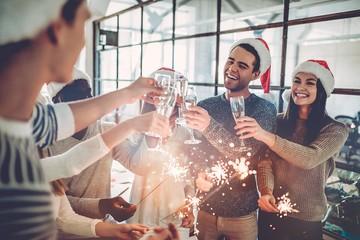 Эффект удаленки: россияне решили в этом году сэкономить на новогодних подарках для коллег