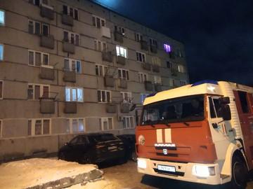 В Сыктывкаре из-за заискрившейся в общежитии проводки на вызов приехал целый пожарный расчет
