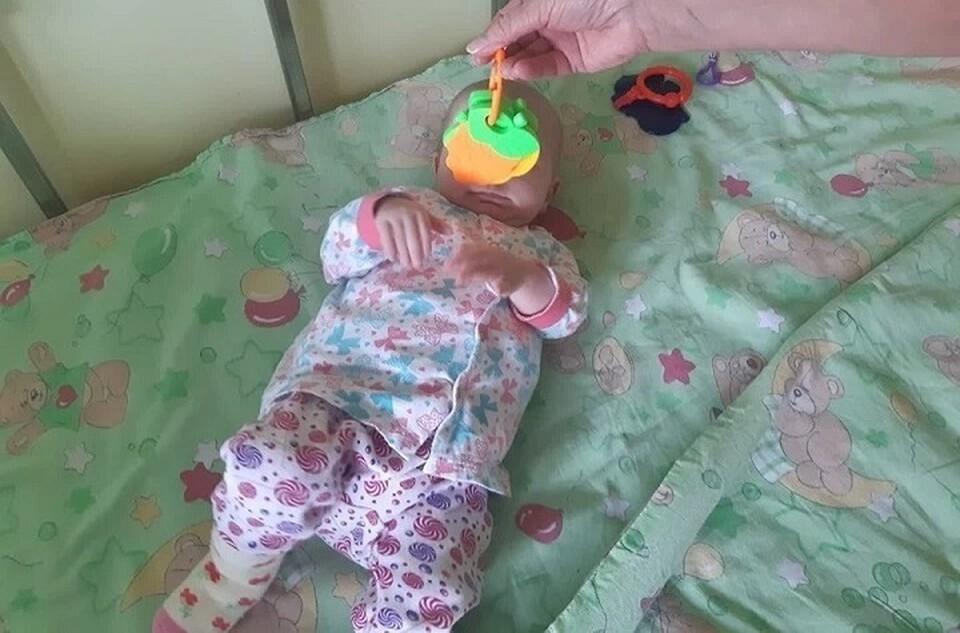 Девочку, которую мать полгода держала в шкафу на Урале, готовят к выписке