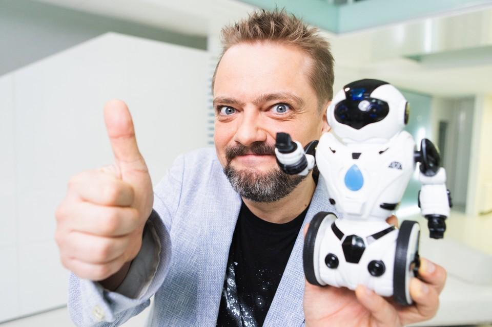 Александр Пушной вернулся в телевизор и приручил робота-дельфина