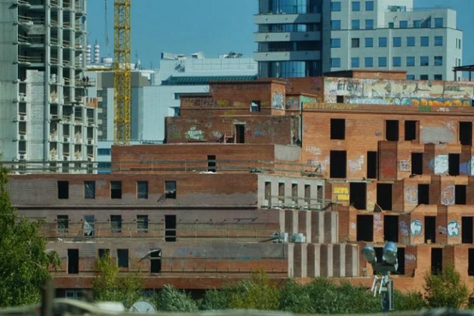 Строительство здания гостиницы «Дели» началось в 1995 году