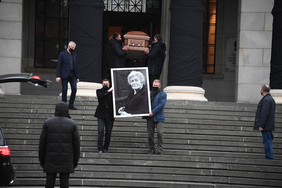 Друзья, коллеги и родные проводили Ирину Антонову в последний путь
