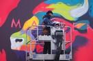 Стрит-арт в Кишиневе: Молдавский художник может рисовать по 6 часов на холоде, он оживляет билборды