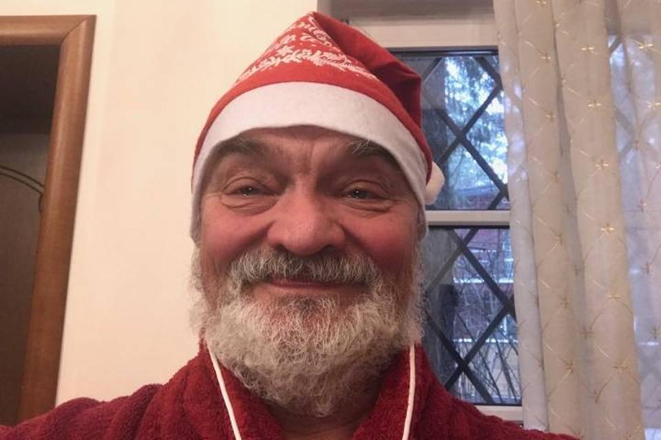 Чуть перефразировав Чехова, можно сказать: Дед Мороз без бороды - все равно, что снегурочка с бородой.