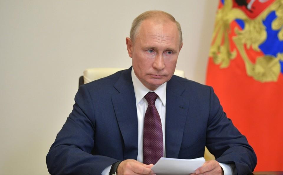 Путин поздравил россиян с Днем волонтера.