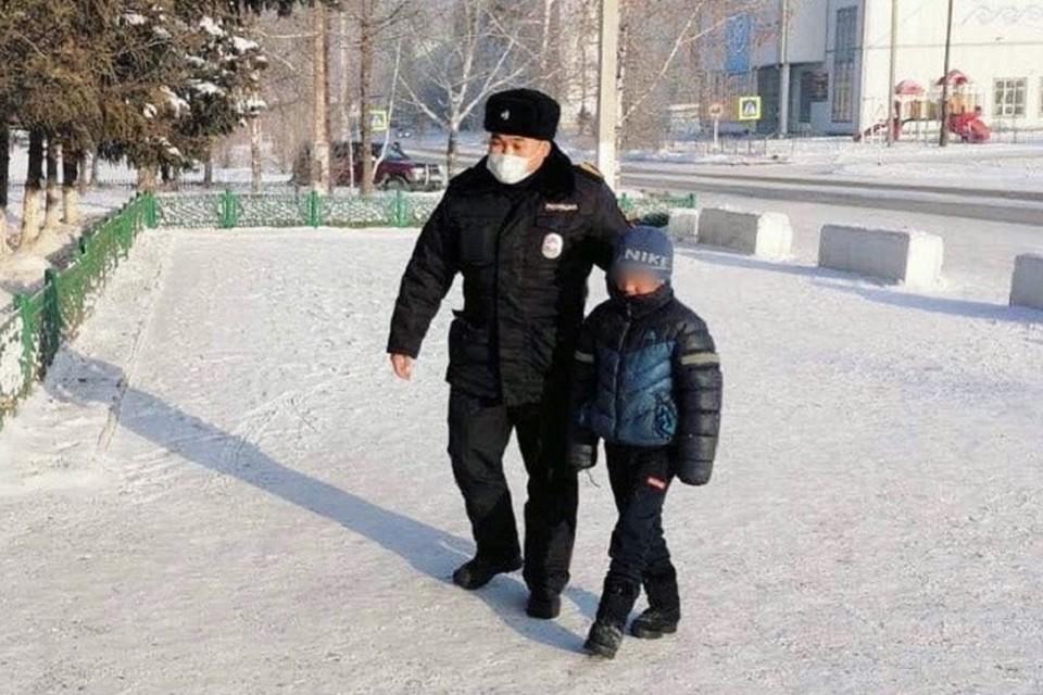 Самое главное - ребенка нашли! Фото МВД по Руспублике Тува.