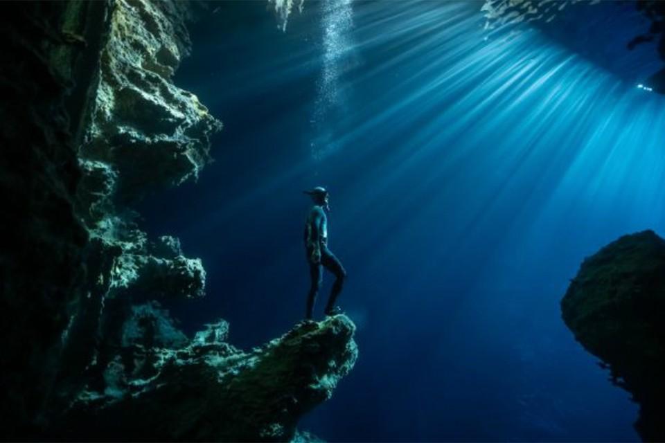 Карим Илия. «Фридайвер в пещере. Океания». Второе место в номинации «Фотограф-исследователь». Фото: Karim ILIYA