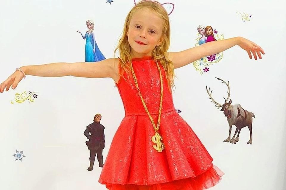 Шестилетняя россиянка заработала 18,5 миллионов долларов и попала в список Forbes. Фото: instagram.com/funnystacy
