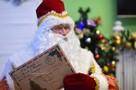 «Пришли еды к Новому году», «Хочу виллу в Испании», «Мужа»… О чем взрослые пишут Деду Морозу