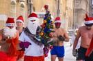 «Заклеиваем носы и соски»: Деды Морозы устроили забег в трусах при -30 °С в Новосибирске