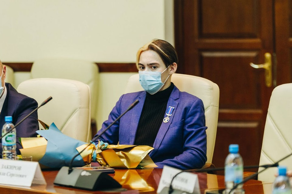 Данила Закиров получил медаль Совета Федерации. Фото: сайт правительства Бурятии.
