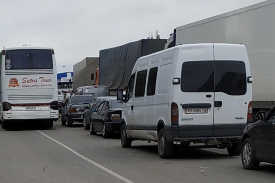 На КПП «Успенка» из-за ремонта часто возникают большие очереди